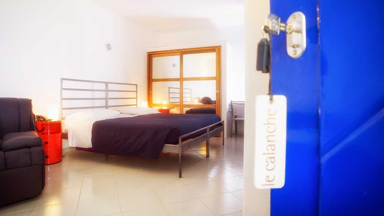 Camera Da Letto Con Piscina E Vista Mare Natura Design : Le calanche hotel della baia